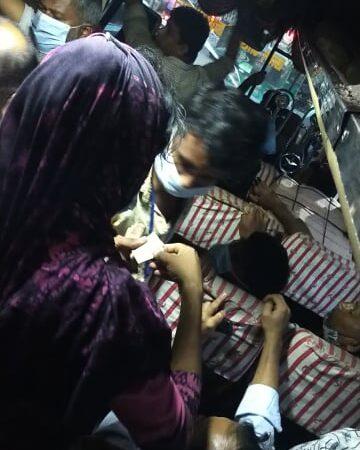 ঢাকা শহরে  গণপরিবহনে  হিজড়াদের হাতে নির্যাতনের শিকার  হচ্ছে পুরুষরা