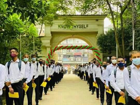 শিক্ষার্থীদের পেয়ে প্রাণবন্ত ঢাকা কলেজ ক্যাম্পাস