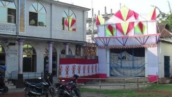 ধর্মীয় সম্প্রীতির বিরল দৃষ্টান্ত লালমনিরহাট পুরান বাজারে এক মাঠে মসজিদ ও মন্দির